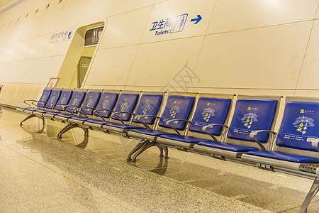 杭州东站的一排座椅图片