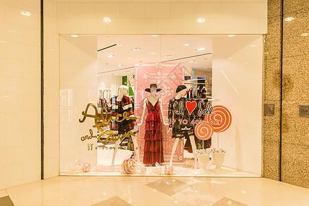商场圣诞女装大气橱窗装扮图片