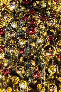 商场圣诞树温馨彩球装扮图片