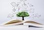 书本上的大树学习创意图片