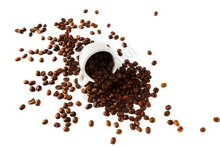 白背景上的咖啡杯和咖啡豆图片