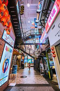 商场内景广角拍摄图片