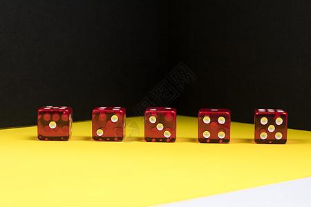 红色骰子图片