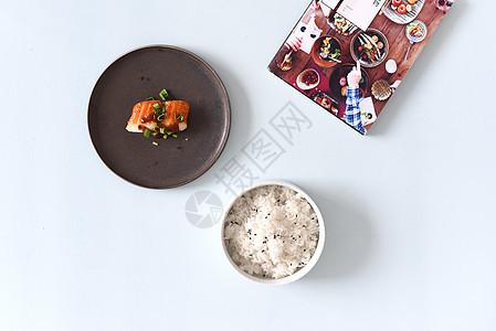 桌面上的食物图片
