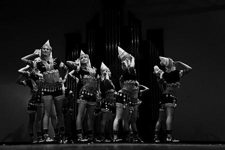 民族舞者图片