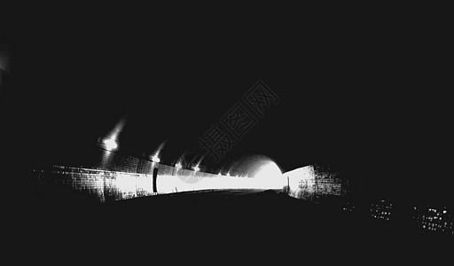 黑色隧洞明亮光路时空隧道图片