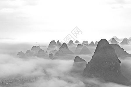 云海缭绕的高山图片