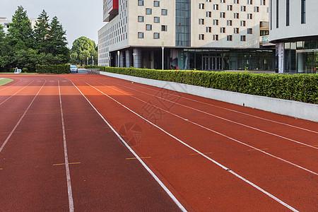 校园的操场跑道图片