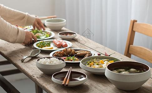 家庭内部家常饭聚餐图片