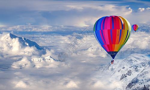 飞到云上的热气球图片