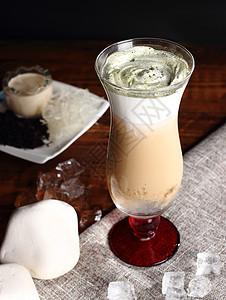 奶盖奶茶图片