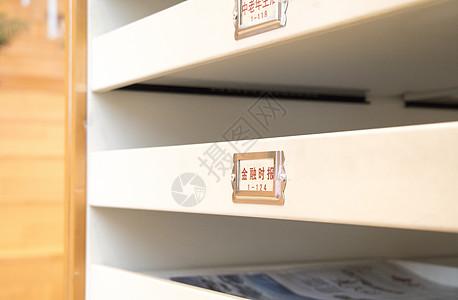 图书馆书报放置处图片