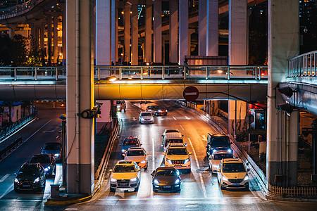 城市街道车水马龙图片