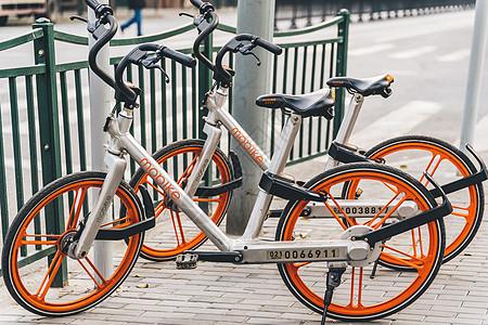 路边租赁自行车图片