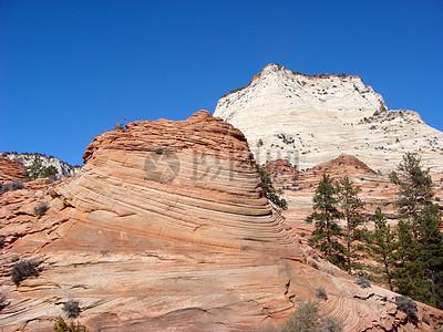 阳光下的红砂岩图片