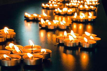 寺庙祈福蜡烛图片