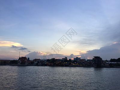 黄昏下的湄南河图片
