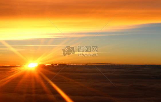 云上太阳图片