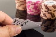 扑克筹码金钱博彩图片