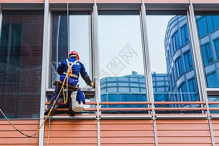 大厦建筑清洁工清洗外立面图片