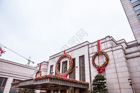 大楼建筑外立面圣诞装扮图片