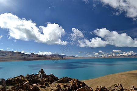从玛尼堆看出去的圣湖图片