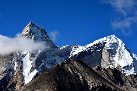 矗立云霄的阿玛直米雪山图片