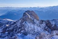 高山雪景图片
