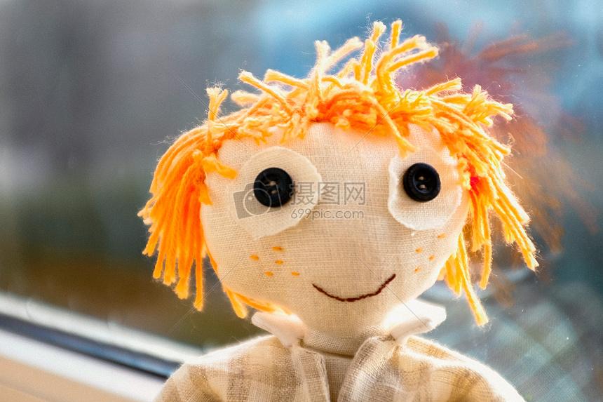 黄色的布娃娃图片