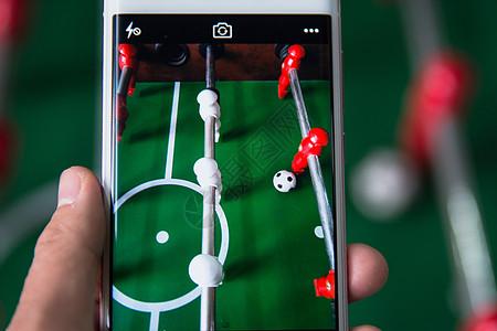 智能生活手机拍摄足球桌游图片