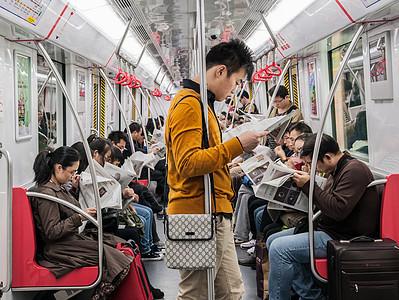 早班地铁图片
