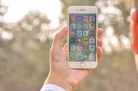 手拿手机素材图片