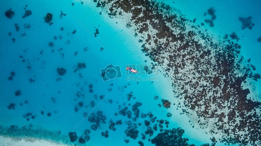 碧蓝的大海图片