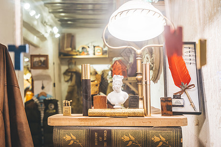 复古杂货店橱窗图片