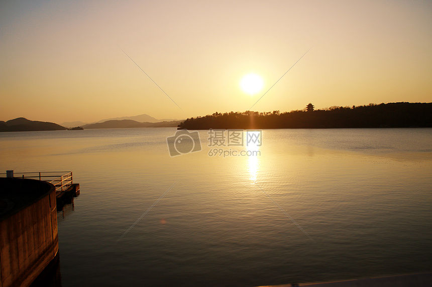 天目湖的夕阳图片