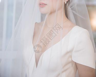 穿婚纱戴头纱的知性女人图片