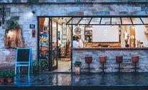 街头橱窗咖啡馆图片
