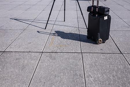城市旅游旅行箱路脚架图片