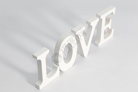 情人节白色LOVE立体字在白色背景上图片