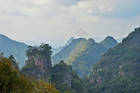 高耸的山峰图片