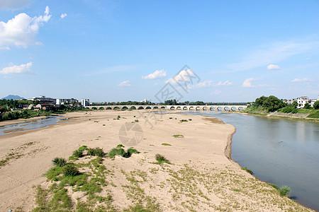 河边的沙滩图片