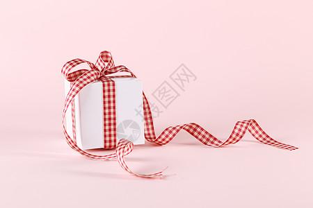 系蝴蝶结的礼物盒图片