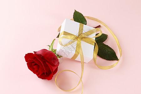 玫瑰和礼物盒图片