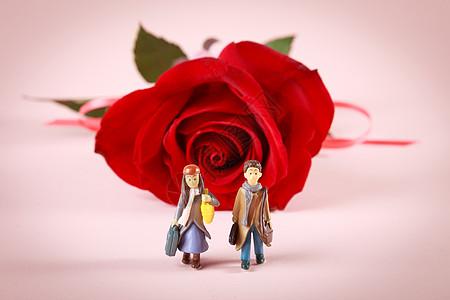 卡通情侣和红玫瑰花图片