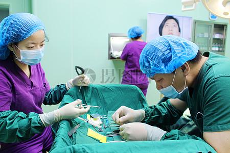 美容整容手术的主刀男医生图片