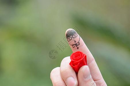 创意拇指上的头像图片