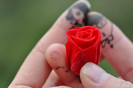 情侣手拿玫瑰创意手指图片