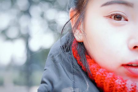 年轻女孩脸部特写图片