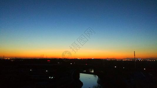 傍晚天空之上图片