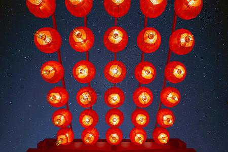 年味.大红灯笼高高挂图片